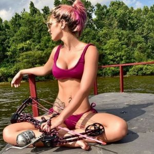 Bowfishing babe
